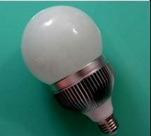 Lampada LED Bulb 7W a globo E27 angolo 270° luce calda